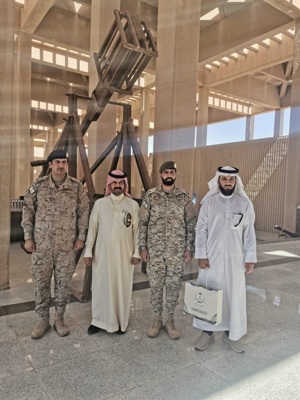 طلاب كلية التربية بالخرج يزورون كلية الملك عبدالعزيز الحربية بالرياض صحيفة جامعتي