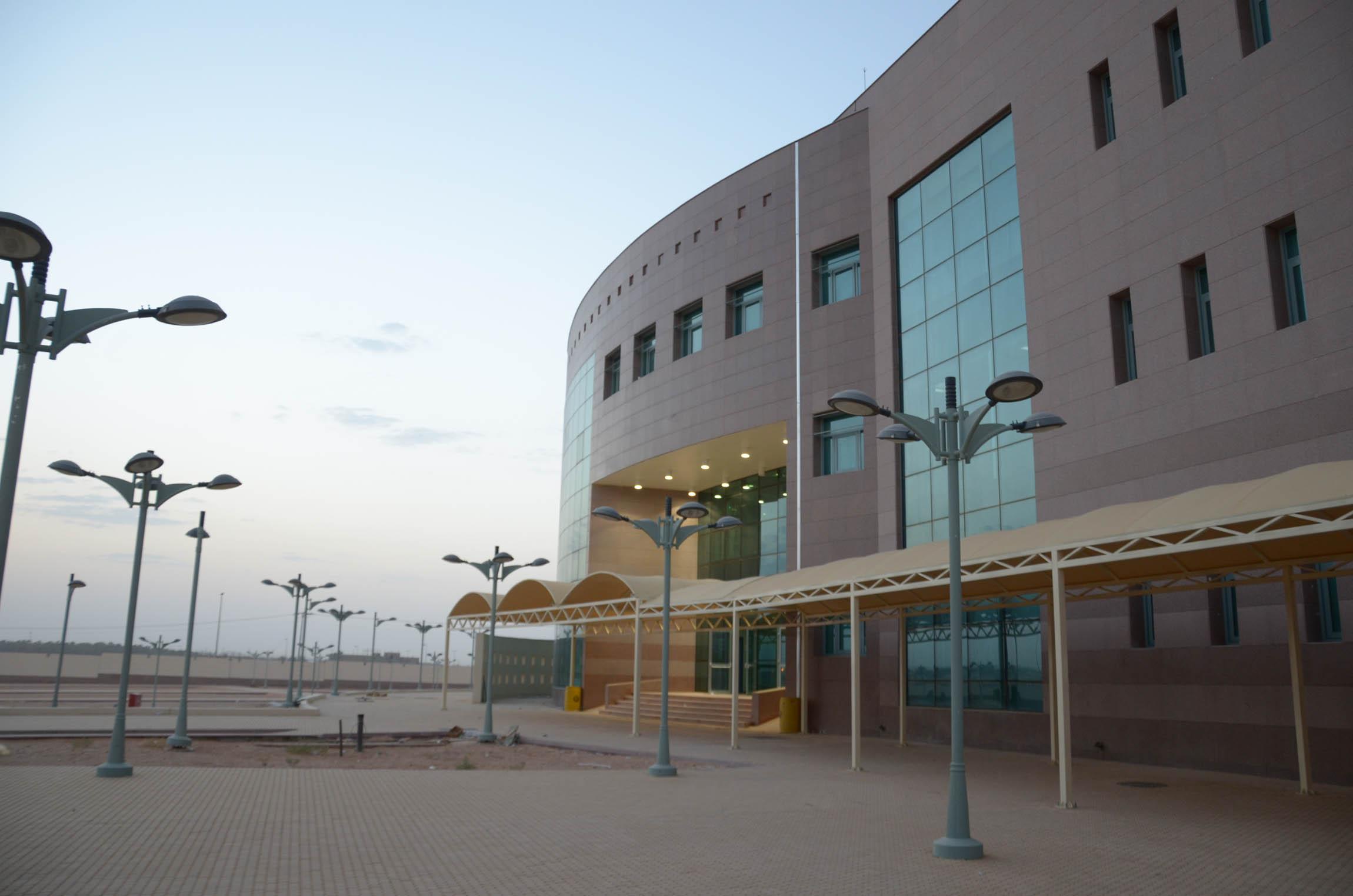 وكيل جامعة الأمير سط ام بن عبد العزيز يتفقد انتقال كلية التربية