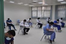 طلبة جامعة الأمير سطام يؤدون إختباراتهم النهائية بانتظام وسط اجراءات احترازية