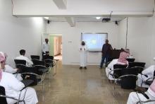 د. الداود يتفقد القاعات الدراسية للفصل الصيفي في كلية إدارة الأعمال بالحوطة