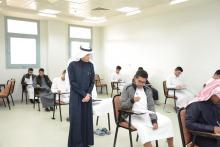 عميد عمادة السنة التحضيرية في جولة تفقدية لسير الاختبارات النهائية
