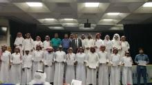 المتدربين يستلمون شهادات الدورات التدريبية بكلية الهندسة بوادي الدواسر