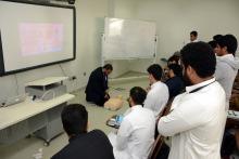 """عمادة السنة التحضيرية تقيم دورة تدريبية لطلابها بعنوان """"الإنعاش القلبي الرئوي"""""""