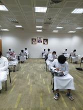 طلاب كلية هندسة وعلوم الحاسب يؤدون الإختبارات الفصلية الأولى بكل هدوء وإنضباطية مع تطبيق الإجراءات الوقائية