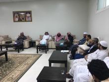 عميد كلية التربية بوادي الدواسر يجتمع بأعضاء هيئة التدريس والموظفين