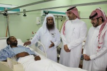 طلاب العلوم الطبية التطبيقية بوادي الدواسر يتعرفون على أقسام المستشفى ويقدمون الهدايا للمرضى