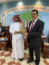 د. محمد الأبيض يحصل على المركز الأول وجائزة التميز كأفضل مشرف للأنشطة الطلابية بالجامعة