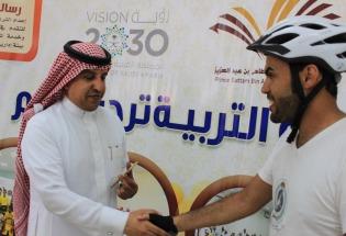 لقاء صحيفة جامعتي مع الرحالة السعودي فهد اليحيي أثناء زيارته لفرع جامعة الأمير سطام بوادي الدواسر